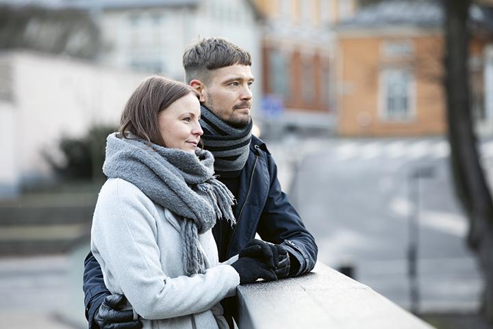 Jerena ja Miika seisovat sillalla