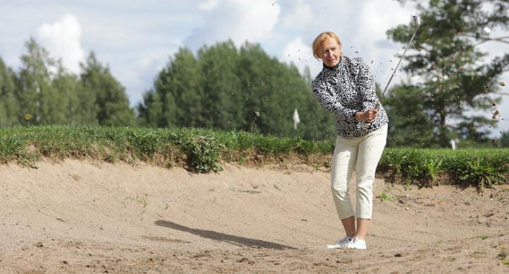 Maija Puranen hiekkaesteellä.